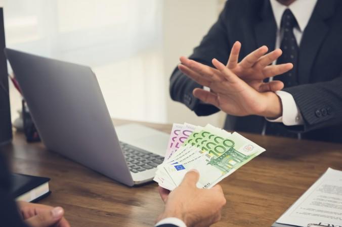 Ohne gültigen privaten Darlehensvertrag sollte man Geld unter Freunden und Familie nicht verleihen. Ohne Vertrag besser freundlich aber bestimmt ablehnen. (#1)