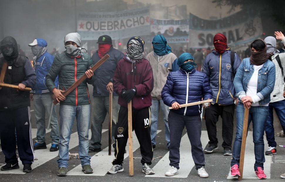 Die Bevölkerung Argentiniens geht über zum stummen Protest gegen die offenkundige Misswirtschaft der Regierung. Von den Kredit-Milliarden kommt nichts bei der Bevölkerung an. (#2)