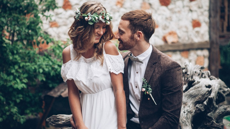 Viele, die mit Anfang 20 noch schwören, niemals zu heiraten oder Kinder in die Welt zu setzen, ändern ihre Meinung innerhalb der nächsten zehn Jahre. Ratenzahlung wird dann manchmal unausweichlich.