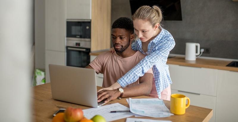 Obwohl die meisten Ratenkredite als Annuitätendarlehen berechnet werden, kommen die Verbraucher mit dem Begriff in der Regel nicht in Kontakt, weil sie bei Abschluss des Kreditvertrags einfach nur ihre monatliche Rate wissen wollen.