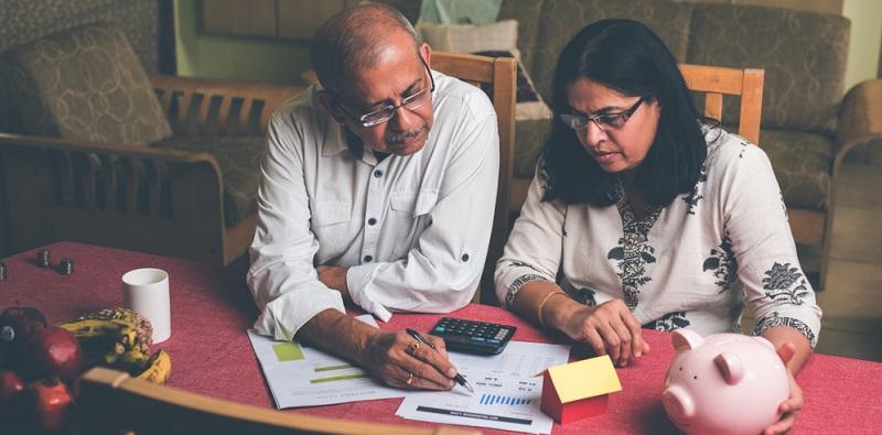 Viele Darlehensverträge sehen außerdem die Möglichkeit vor, dass man bei einem finanziellen Engpass mit einer Rate aussetzt, die dann einfach hintendran gehängt werden kann.