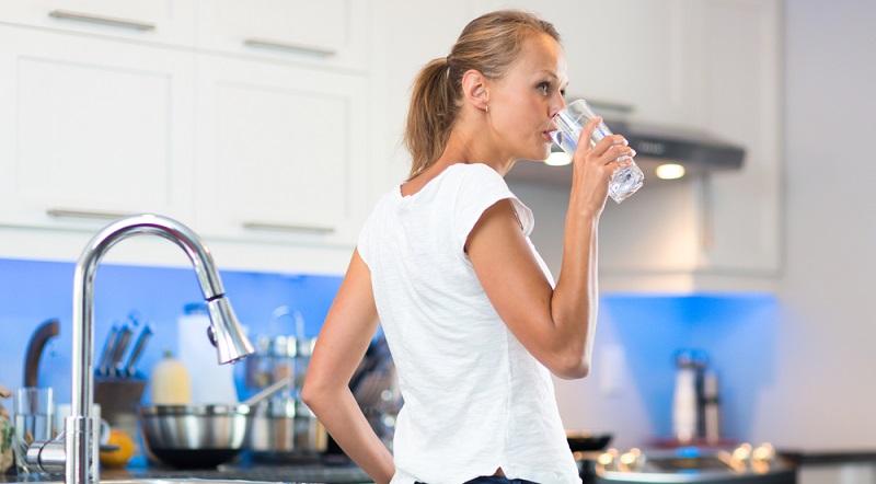 Das Leitungswasser ist hierzulande eines der am strengsten überprüften Lebensmittel.