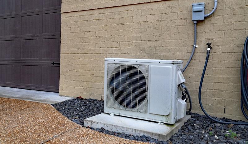 Die Wärmepumpentechnologie ist bahnbrechend. Hier wird die kostenfreie thermische Energie der Erde genutzt, um das Eigenheim zu heizen.  ( Foto: Shutterstock- C5 Media)