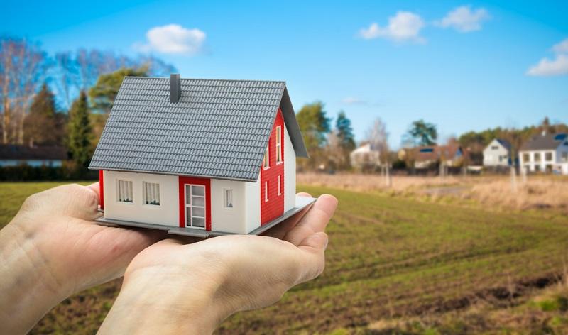 Wer ein Fertighaus plant sollte die Kosten für ein Grundstück sollten nicht vergessen werden. ( Foto: Shutterstock Alexander Raths )