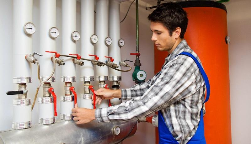 Von der technischen Seite aus hat die <strong>Öl-Heizung eindeutig ausgedient</strong>. Eine Öl-Heizung älteren Semesters besitzt in der Regel nur einen Wirkungsgrad von 90 Prozent. ( Foto: Shutterstock-Lisa.S)