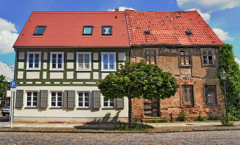 Trotzdem können Sie <strong>denkmalgeschützte Immobilien mit energetischen Maßnahmen sanieren</strong>. Die KfW-Bank sieht hierzu vereinfachte und abgeschwächte Förderungsbedingung vor.  ( Foto: Shutterstock- ArTono)