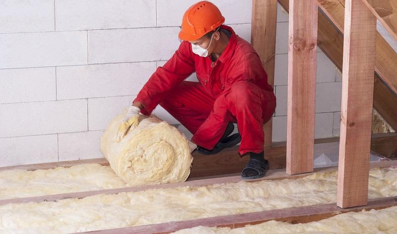 Dabei geht es um eine optimale Dämmung an der Fassade und dem Dach. Hierzu gibt es ganz spezielle Anforderungen, die erfüllt werden müssen. ( Foto: Shutterstock- Kuchina)