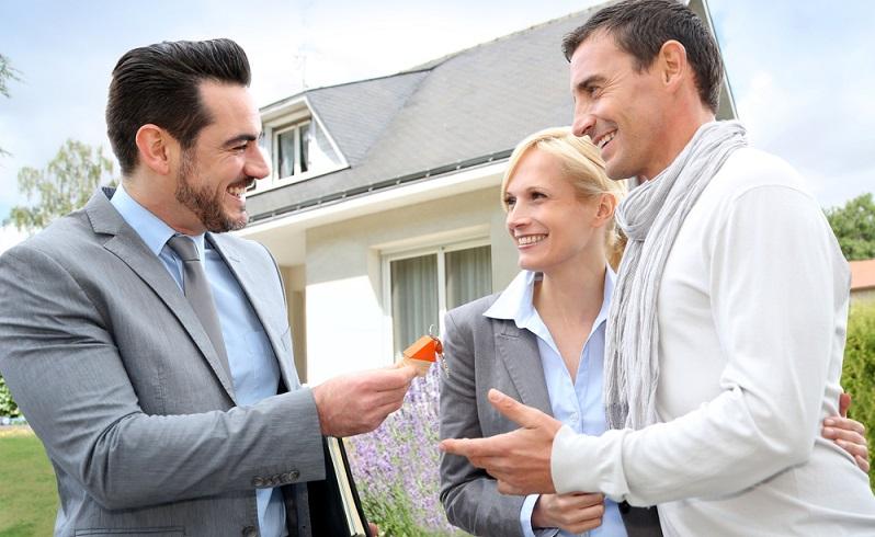 Wird eine Immobilie gekauft, beginnt mit dem Kauf auch die Spekulationsfrist. ( Foto: Shutterstock-goodluz_)