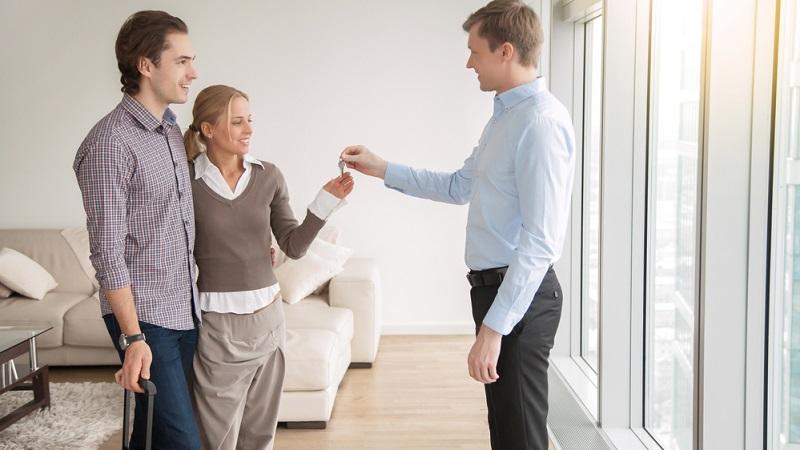 Sowohl bei Wohnungen als auch bei Häusern wird Spekulationssteuer fällig.( Foto: Shutterstock-fizkes)
