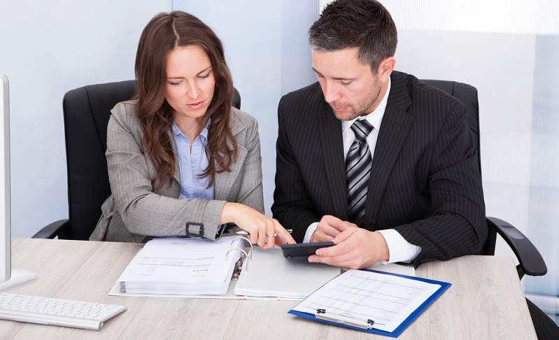 Um keine Probleme mit dem Finanzamt zu bekommen, ist es besonders wichtig, sich mit der Thematik der Abgeltungssteuer zu befassen und so keine Fehler zu machen.    (Foto: Shutterstock- Andrey_Popov  )
